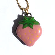 Collier médaillon fraise